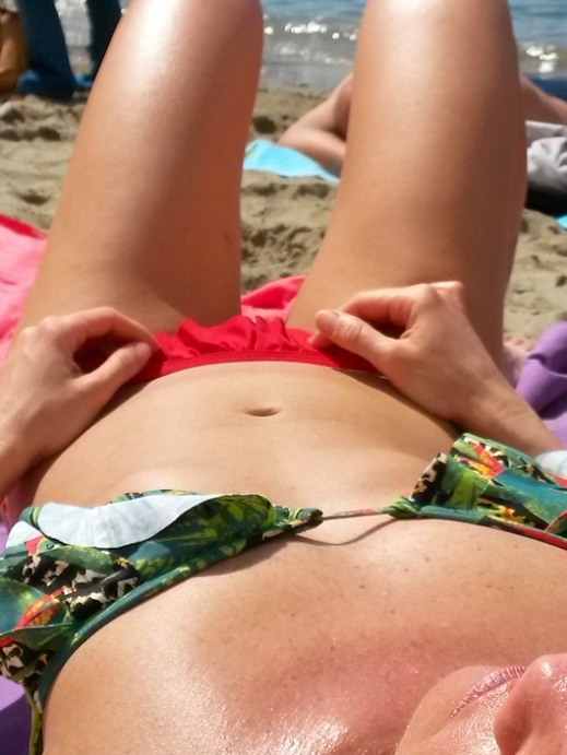 topless-girls-on-the-beach-young-tits